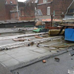 Les toitures servent parfois aussi de poubelle Ici  Roubaixhellip