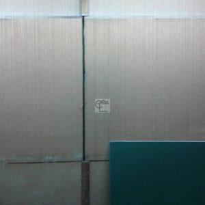 Entre les panneaux de pltre composant ce mur un jointhellip