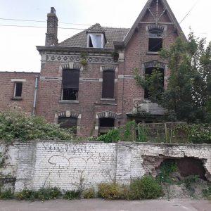Maison bourgeoise  Lomme dfigure par les squatteurs et unhellip